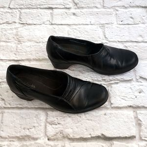 Clarks Black Leather Slip-on Comfort shoes 7.5W